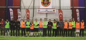 Mehmetçik ile gazeteciler arasında dostluk maçı