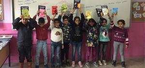 Siirt'te 47 okula kitap ve satranç dağıtıldı