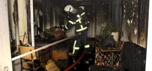 Menteşe'de ev yangını Muğla'nın Menteşe ilçesinde eski ahşap bir binada çıkan yangında evin bir odası eşyaları ile tamamen yanarken odada bulunan 89 yaşındaki Nazife Taşdelen isimli vatandaş dumanlardan etkilenerek hastaneye kaldırıldı.