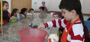 SGM'de minikler yemek yaparken hem eğleniyor hem de öğreniyorlar