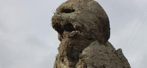 'Canavar kaya' görenleri şaşırtıyor Bir yanı insan silüeti, diğer yanı canavar gibi