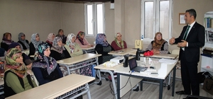 Çiftçi kadınlara karpuz ve şeftali yetiştiriciliği kursu verildi