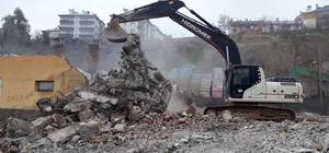 Uyuşturucu kullanılan eski mezbahane yıkıldı