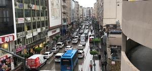 İskenderun'da trafik akış yönleri değişti Ana arterler ile bazı caddelerdeki trafik akışında yön değişikliği yapılması sürücülerin tepkisine neden oldu