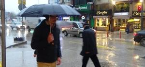 Bandırma'da sağanak yağış vatandaşları hazırlıksız yakaladı
