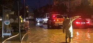Balıkesir'de ev ve iş yerlerini su bastı