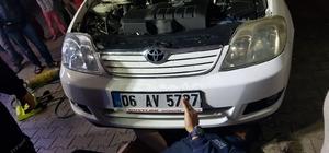 Aracın motoruna sıkışan yavru köpeği itfaiye kurtardı