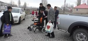 """Ağrı'da 7 yıldır yürüyemeyen Ferhat 90 bin lira bulunursa yürüyebilecek Tekerlekli sandalyesine kavuşan Ferhat'ın okul sevinci Baba Yıldırım Polat: """"Para olsa çocuğumun hayatı kurtulabilir"""""""