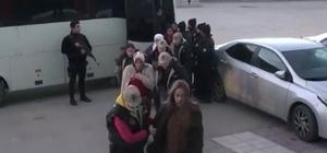 Açlık grevine destek olanlara operasyon: 14 gözaltı Sabaha karşı HDP Van İl Başkanlığına düzenlenen operasyonda 14 kadın gözaltına alındı