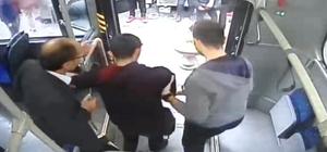 Otobüs şoförü rahatsızlanan yolcuyu hastaneye getirdi Halk otobüsünde yaşananlar güvenlik kameraları tarafından görüntülendi