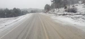 Dursunbey'in yüksek kesimlerinde kar yağışı etkili oldu