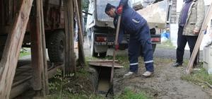 Sapanca Belediyesi ekipleri mazgallara yenileme yapıyor