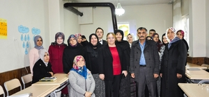 """İnönü'de kadın kursiyerlere """"Tıbbi ve Aromatik Bitkiler Yetiştiriciliği"""" kursu"""