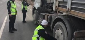 Emet Polisi kış lastiği uygulamasında göz açtırmıyor