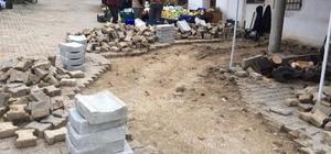 Burhaniye'de kırsal mahallelerde bozulan yollara onarım