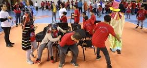 Mersin'de 'Engelsiz Sokak Oyunları Şenliği' düzenlendi Özel çocuklar, sokak oyunları şenliği ile eğlendi