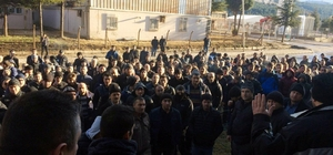 3 aydır maaş alamadıklarını iddia eden işçiler iş bıraktı Gümüş üretimi yapılan fabrikada işçilerden eylem