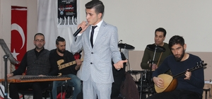 """Elazığ'da """"O Ses Harput """" şarkı yarışması Görme engelli Ali Yavuz'un """"Ağlama  Anam"""" adlı şarkıyı söyleyerek izleyenlere de duygulu anlar yaşattı"""