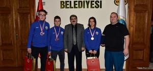 """Halter ve judo şampiyonları ödüllendirildi Bilecik Belediye Başkanı Nihat Can; """"Bizler her zaman onların yanındayız"""""""