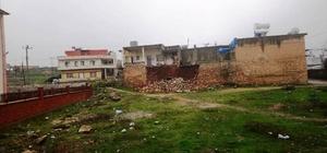 Mardin'de yağmur nedeniyle 2 evin duvarları çöktü