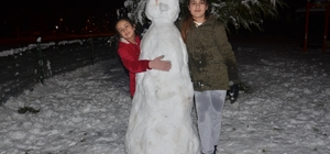 Kahramanmaraş'ta kar yağışı nedeniyle 2 ilçede okullar tatil Elbistan'da kar tatili çocuklara yaradı