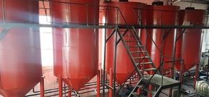 İncesu'da türü belirlenemeyen 147 bin litre madeni yağ ele geçirildi