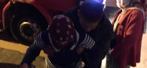 Kızıltepe sele teslim: Dere taştı, evler su altında kaldı İlçede su oluğu açmaya çalışan bir kişi elektrik akımına kapılarak, bacağı kesildi