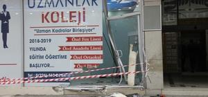 Kontrolden çıkan araç dükkana girdi Kaza anı güvenlik kamerasına yansıdı