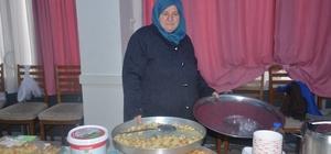 """Bu ürünlerin hepsi yüzde 100 yerli malından Bilecikli kadınlar tamamı el emeği ile yapılan yerli ürünleri sergilediler AK Parti Bilecik İl Kadın Kolları Başkanı Ümran Erdoğan Karayiğit; """"Yerli tüketim, milli tüketim, tasarruf ve tutum konularına vurgu yapmak istiyoruz"""" Kayı Boyu Çiftçi ve Girişimci Kadınlar Dernek Başkanı Necla Türker; """"İsmini Ertuğrulgazi'nin annesi Hayme Ana'dan alan çorba da kermesimizde yer alıyor"""""""