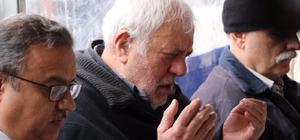 Şehit Emniyet Müdürü Verdi için mevlit okutuldu Rize'de makamında uğradığı saldırı sonucu şehit olan İl Emniyet Müdürü Altuğ Verdi için Mersin'deki ailesinin yaşadığı evde okutulan Mevlid-i Şerif'te duygulu anlar yaşandı