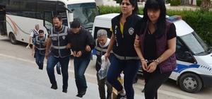 Bergen'i öldüren kocasının eski gelini fuhuş yaptırmaktan tutuklandı Adana'nın Kozan ilçesinde 18 kişinin tutuklandığı fuhuş operasyonunda tutuklanan kadınlardan birinin 1989 yılında arabesk şarkıcısı Bergen'i öldüren kocasının eski gelini olduğu ortaya çıktı
