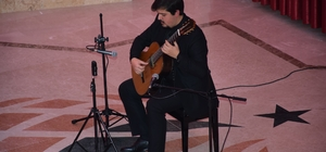 Gitar Resitali'ne dinleyicilerden tam not