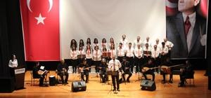 Kanser tedavisi gören öğrencisi için konser düzenledi