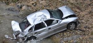 Otomobil, 30 metreden dereye uçtu: 1 yaralı