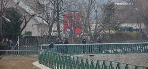Bursa'da Çevik Kuvvete bombalı saldırı düzenleyen zanlılar yakalandı Terör örgütü bombacıları İstanbul'da yakalandı Holding bahçesine bomba koyan zanlılar yakalandı Zanlıların İzmir, Mersin, Bursa ve Denizli'de toplam 9 adet bombalı ve silahlı saldırının faili olduğu belirlendi