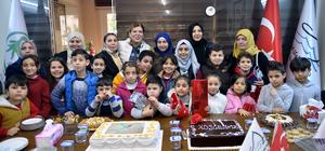 """Suriyeli yetim çocuklara """"Göçmenler Günü"""" sürprizi"""