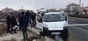 Kazada şoka giren hamile kadın için ambulans çağırmadan geldi Hamile kadına tesadüfen olay yerinden geçen ambulans müdahale etti Tesadüfen kazaya denk gelen ambulans 2 hayat kurtardı