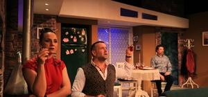 """İzmir Devlet Tiyatrosu, """"Paraya Hayır"""" oyunu ile 2018'i uğurluyor İzmir Devlet Tiyatrosundan, 2018'e eğlenceli veda"""