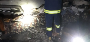 Günyüzü'nde ev yangını Tutuşturmak için sobanın içine dökülen benzin bir anda evi sardı, dışarı kaçan çoban yara almadan kurtuldu