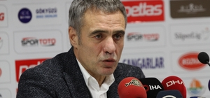 """Yanal: """"Fenerbahçe şeklen burada, ruhen burada olamaz"""" Fenerbahçe Teknik Direktörü Ersun Yanal: Fenerbahçe'nin bu pozisyonda olması hiç kimsenin içine sindireceği bir şey değildir"""" """"Kadro dışı diye bir şey yok. Şu anda yönetimin ve oyuncuların arasındaki problemden dolayı alınmış bir karar var. Bu karar önümüzdeki günlerde tekrar değerlendirilecektir. Yeni bir dönem başlıyor"""""""