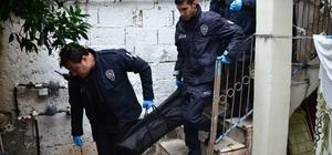 Kocası tarafından çekiç ve bıçakla öldürülen kadının cesedi adli tıpa kaldırıldı Sevda Ç.'den geriye kalan özel eşyalar incelenmek üzere polis merkezine götürüldü