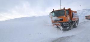 Büyükşehir 24 saat karla mücadele ediyor