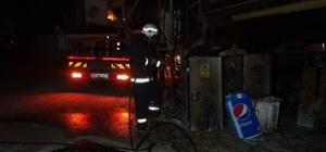 Trafo yangını vatandaşları sokağa döktü Trafodaki patlamanın ardından çıkan yangın itfaiye ekipleri tarafından söndürüldü Trafonun yenilenmesinin ardından bölgeye elektrik verildi