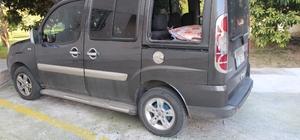 Antalya'da park halindeki 9 araca zarar verdiler Antalya'da hırsız veya hırsızlar park halindeki 5 otomobilin camını kırdı, 4 aracın kapısını zorladı 9 aracın zarar gördüğü olayda hırsızlar sadece bozuk paraları çaldı