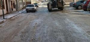 Pazaryeri'nde cadde ve sokaklar kardan temizleniyor