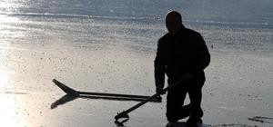 Buz tutan Çıldır Gölü'nde görsel şölen