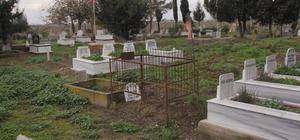 """Mezarlık yanında intihar girişiminde bulundu Adana'da bir kişi babasının kabrinin bulunduğu mezarlığın yanına gelerek yakınlarının """"yapma"""" demesine rağmen tabanca ile göğsüne ateş etti Yaralanan şahıs ambulans ile Seyhan Devlet Hastanesine kaldırılarak ameliyata alındı"""