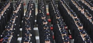 Yeni polislerin yemini herkesi ağlattı Adana'da polis meslek eğitim merkezinden mezun 296 polisin hep bir ağızdan yemin etmesi yakınlarını gözyaşlarına boğdu