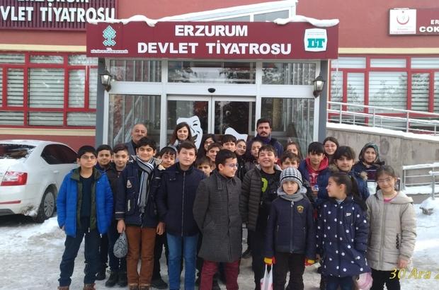 Kurs öğrencileri tiyatroda - Erzurum Haberleri