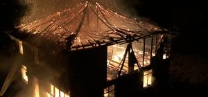 Düzce'de 3 katlı ahşap ev yandı